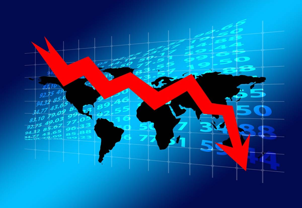 global recession red arrow pointing down over globe